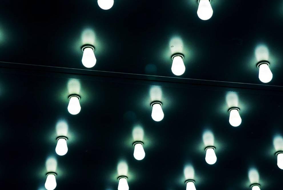 ЛЕД осветление с лампи за дома и градината